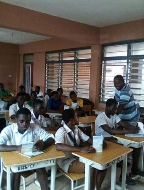 A workshop holding by Defend Ambassador Andrew Doe in Kumasi Senior High School